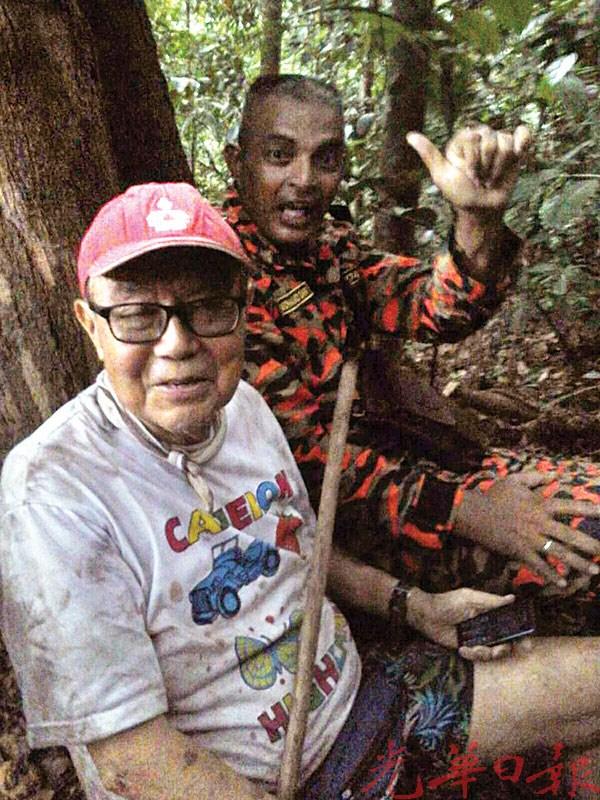 28日下午登山迷路12个小时后获救的胡万铎。