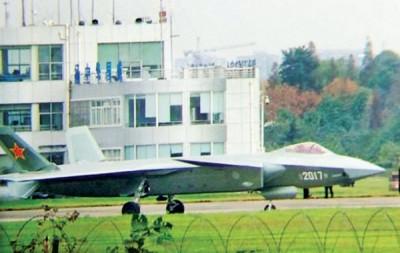 网传消息指,歼20的2017号原型机早前在成都进行首次试飞。