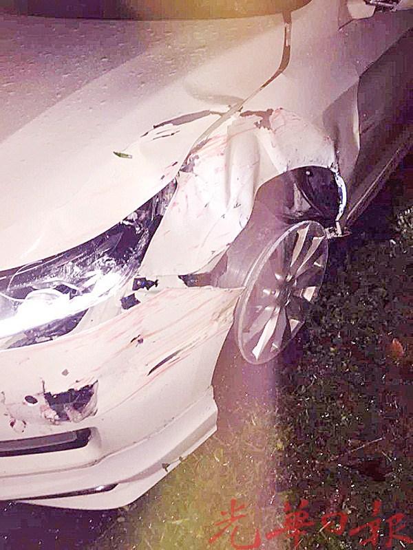 失而复得的轿车左侧车头被撞毁。