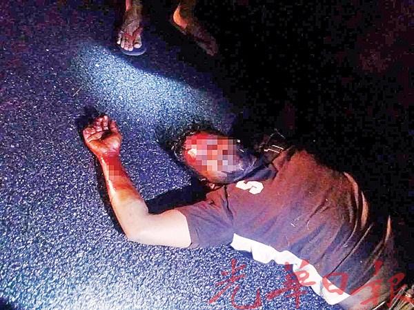抢车印青被制伏并交予警方处理。