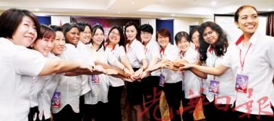 行动党槟州妇女组2016年至2018年州委准备携手合作,一起面对挑战。