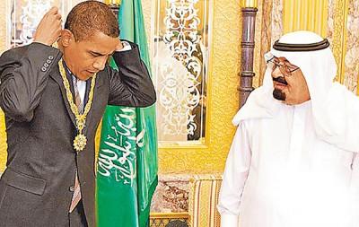 美国第一家庭去年从沙地收到的礼物价值高达135万美元。图为2011年欧巴马接受沙地前国王阿布杜拉致赠礼物。