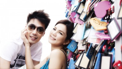 Ella爱人赖斯翔脸书发文力挺老婆,再者不忘炫妻。