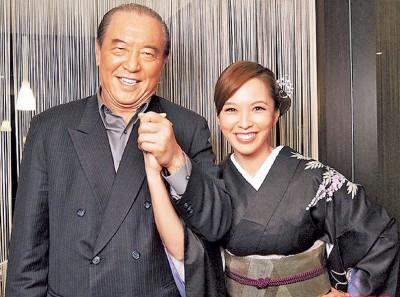 柯俊雄(左)2011年重返电视圈,以及上心合作《反腐倡廉英雄》。