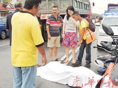 华青下班回家途中遇车祸,命丧黄泉。