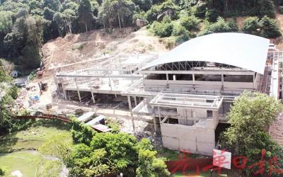 据观察,峇都丁宜公共巴刹工程仅完成60%。