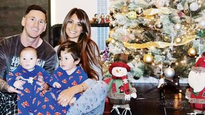 梅西一家人向全世界球迷献上圣诞祝福。