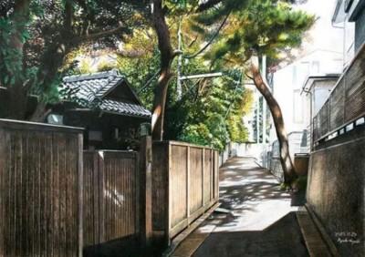 日本艺术家善以木颜色画画。