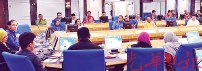 马汉顺及有关政府单位以及厂家代表对骨痛热症召开专门会议。