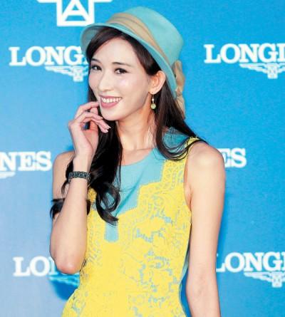 林志玲明年暂时不接大型颁奖典礼主持与新电影,期望能谈恋爱。