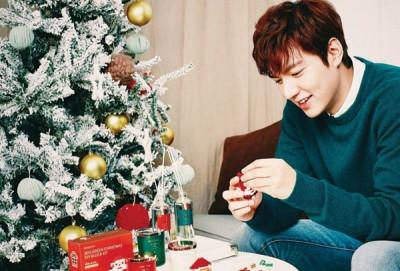 李敏镐透露希望圣诞节可以陪家人一起过。