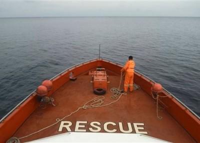 多条船舶出动参与搜索。