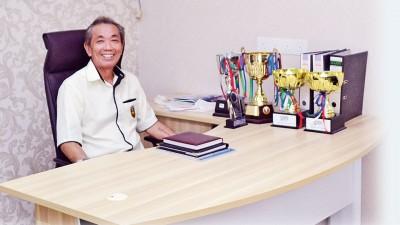 许庆吉在全新的办公室为槟羽总服务。