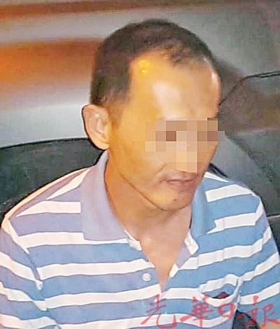 一名偷手机惯犯在住家附近遭大山脚自愿治安队围捕。