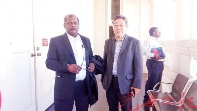 陈从福败诉后与代表律师苏不拉玛廉步出法庭,表示将提出上诉。