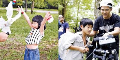 曹格姑娘包子妹长相圆润讨喜,也拍爸爸的MV放胆玩鸽子。(右图)曹格骄傲儿子Joe遗传到它。