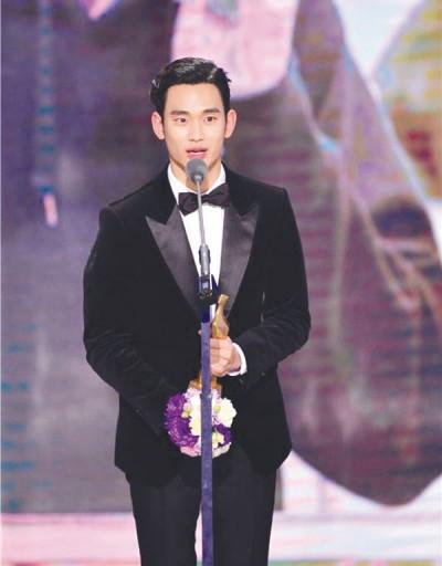 金秀贤夺下年终大奖。