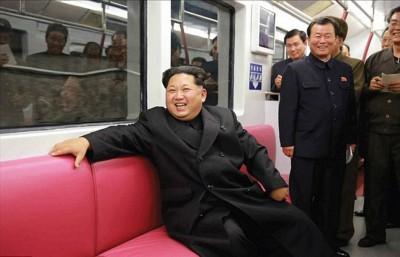 朝鲜最高领导人金正恩早前试坐新地铁列车,对列车的性能与外观表示满意。