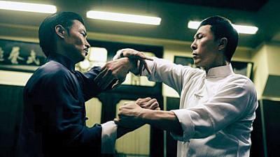 张晋(左)和甄子丹在《叶问3》有精彩的对打戏。