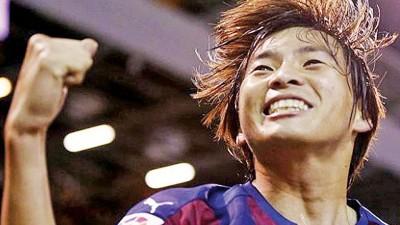 日本球星乾贵士上前世界波之后,尚去点球。