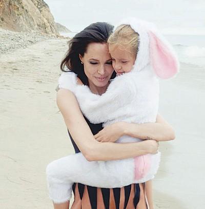 祖莉与女儿薇薇安。