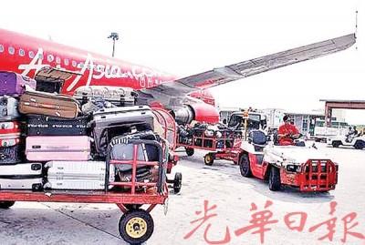 亚航调整寄舱行李费,乘客越早订购省得越多。