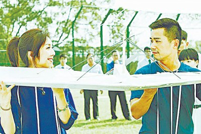 杨千嬅及林海峰因合作之影片《啊一上我们会飞》申请争金像奖男、阴配。