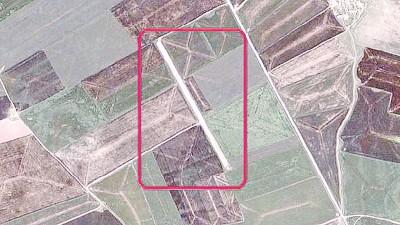 本卫星图像显示,美军在叙利亚北部修建机场(吉祥框处)。