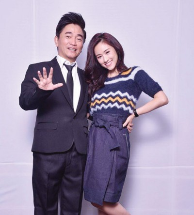 永利402com官方网站与女儿Sandy吴姗儒开新节目《小明星大跟班》。