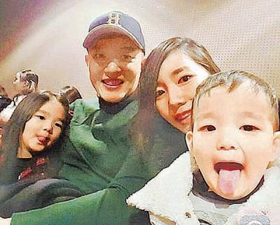 """韩国男星李凡秀(左二起)6年前与曾任英文老师的美女老婆结婚,陆续生下4岁爱女""""小乙""""(左)、下月将满2岁的儿子""""多乙"""",日前宣布将加盟亲子节目《我的超人爸爸》。"""