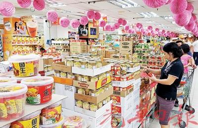 年货当中以罐头类食品卖得最好,尤其是海鲜类即海芦笋和珍珠鲍是暖炉最常用的食料,目前一些已售罄,要入货的可以尽早买。