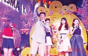 香港搞笑明星杜汶泽,为观众带来欢乐。