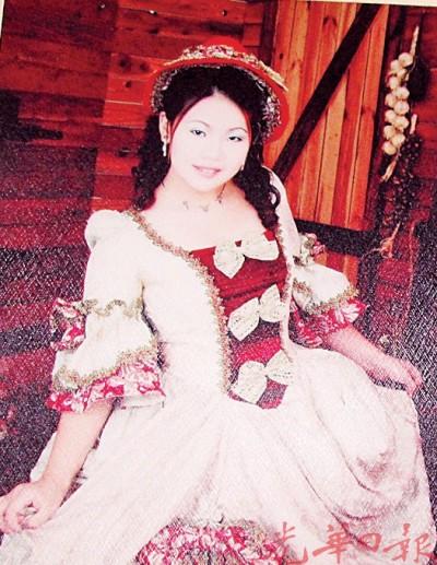 死者黎伊玲生前拍摄沙龙照留下倩影。