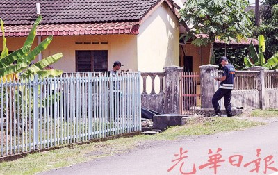 警方人员接获通知后赶抵现场搜证。