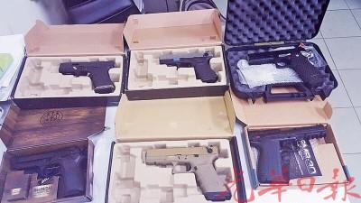 警方在行动中起获了6把黑色仿制手枪。