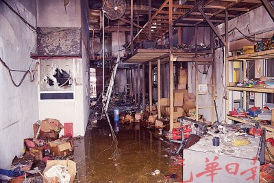 集兴五金有限公司里的货物被严重烧毁,损失惨重。