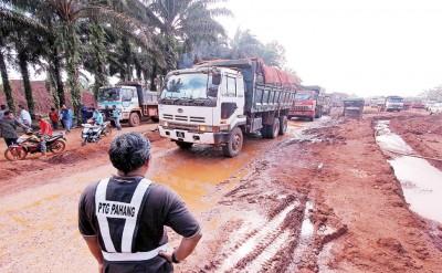 交通部将设定载送铝土矿罗里的车速及新路线,以期在运送铝土矿过程中减少污染。