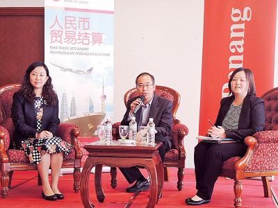 投资槟城机构与马来西亚中国银行交流会,左起马来西亚中国银行副行长许赞军、槟州首席部长特别事务顾问拿督李家全及潘雪燕律师。