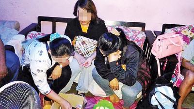 4名泰国女郎在扫荡行动中落网。