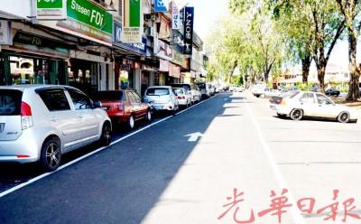 峇丽莎超级市场前的停车位近日内重新画格。