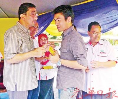 (加了7天讯)马来西亚橡胶业小花园主发展局主席拿督萨西迪澄清,泰国的皮价格,连没较大马高,设大马的胶价也从不如反对党所说的产出偏低问题。