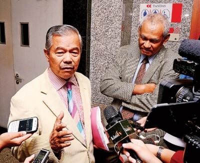 莫哈末诺阿都拉及慕沙哈山于会议结束后,接受媒体访问。