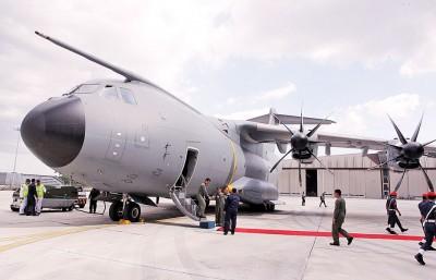 """""""A400M""""运输机终于抵达我国!未来将会在4月和11月分别接收剩余的两架飞机。"""