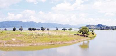 蒂玛于苏水坝的水在两周前开不停止地减少