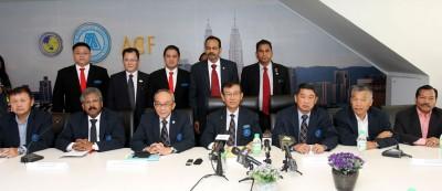 建筑商公会联同马来人承包商公会丶土着承包商权威联合会以及印裔承包商公会,反对外劳人头税的调涨。