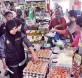 扎丽娜带队突击威北各区菜市场,以确保商家谨守统制价条例。