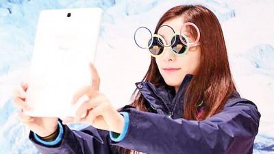 """韩国现象级""""冰上女王""""金妍儿时起于走访第2至冬季青奥会晤赛场玩起自拍。"""