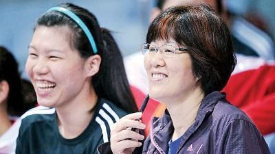 中国女排去年夺得世界杯冠军,郎平(右)当记首功。