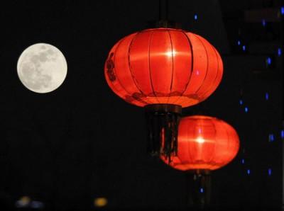 """当年底元宵月是""""十五月亮十六周"""",绝完善时刻出现在农历十六凌晨2经常20分。"""
