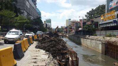 游神必经的路的小福街,也因为美化纱玉河工程,致路面变小和富有危险性。